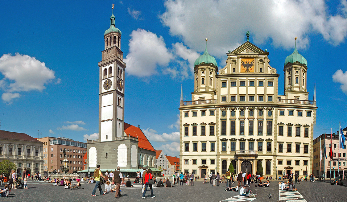 Kirche und Rathaus in Augsburg