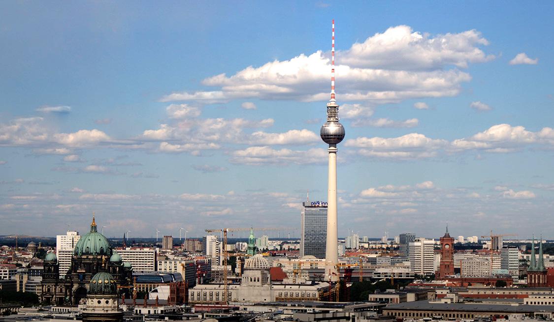 Blick über Berlin mit dem Berliner Dom und Fernsehturm